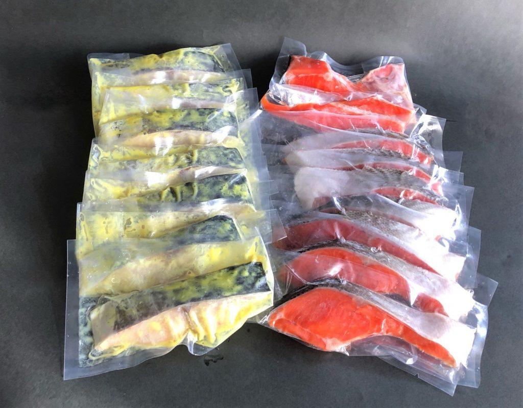 化粧箱入りギフトセット A (塩紅鮭7切+さわら味噌漬け7切+鮭カマ・尾っぽ付き 16切入り)